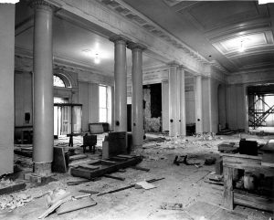 white_house_lobby_during_the_renovation-12-27-1949